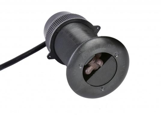 Die B&G Triton² Instrumentenanzeige ist das klarste Mehrzweck-Segelinstrument- und Autopilot-Display, mit einem 4,1-Zoll Farbbildschirm, der optische gebunden ist, um keine Kondensation zuzulassen. Im Lieferumfang ist der Durchbruchgeber DST-800 enthalten, welcher Daten zu Tiefe, Geschwindigkeit und Temperatur liefert. Zudem wird ein kabelloser Windgeber sowie ein NMEA2000 Starter-Kit mitgeliefert. (Bild 6 von 11)