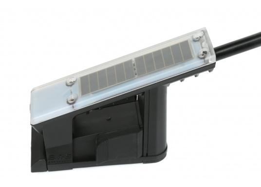 Die B&G Triton² Instrumentenanzeige ist das klarste Mehrzweck-Segelinstrument- und Autopilot-Display, mit einem 4,1-Zoll Farbbildschirm, der optische gebunden ist, um keine Kondensation zuzulassen. Im Lieferumfang ist der Durchbruchgeber DST-800 enthalten, welcher Daten zu Tiefe, Geschwindigkeit und Temperatur liefert. Zudem wird ein kabelloser Windgeber sowie ein NMEA2000 Starter-Kit mitgeliefert. (Bild 10 von 11)