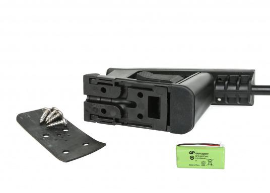 Die B&G Triton² Instrumentenanzeige ist das klarste Mehrzweck-Segelinstrument- und Autopilot-Display, mit einem 4,1-Zoll Farbbildschirm, der optische gebunden ist, um keine Kondensation zuzulassen. Im Lieferumfang ist der Durchbruchgeber DST-800 enthalten, welcher Daten zu Tiefe, Geschwindigkeit und Temperatur liefert. Zudem wird ein kabelloser Windgeber sowie ein NMEA2000 Starter-Kit mitgeliefert. (Bild 11 von 11)