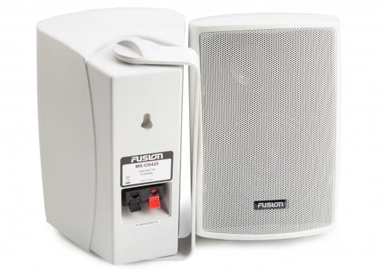 Die Aufbaulautsprecher MS-OS420 von FUSION eignen sich hervorragend für den Außenbereich und überzeugen mit kraftvollen Sound. Dank der verstellbaren Montagehalterung können die Lautsprecher einfach und überall montiert werden. Spitzenleistung: 100 W. (Bild 3 von 4)