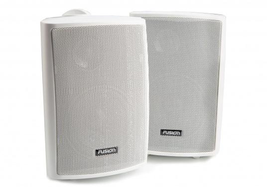 Die Aufbaulautsprecher MS-OS420 von FUSION eignen sich hervorragend für den Außenbereich und überzeugen mit kraftvollen Sound. Dank der verstellbaren Montagehalterung können die Lautsprecher einfach und überall montiert werden. Spitzenleistung: 100 W.