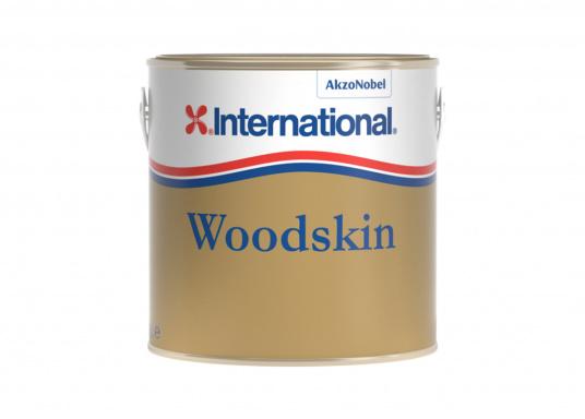 Der 1-Komponenten-Klarlack WOODSKIN von International dringt tief in das Holz hinein und hinterlässt einen dünnen Oberflächenfilm,der nicht reißt oder blättert. So entsteht eine atmungsaktive und wasserabweisende Hautschicht, bei dersich das Holz weiterhin ausdehnen sowiezusammenziehen kann.