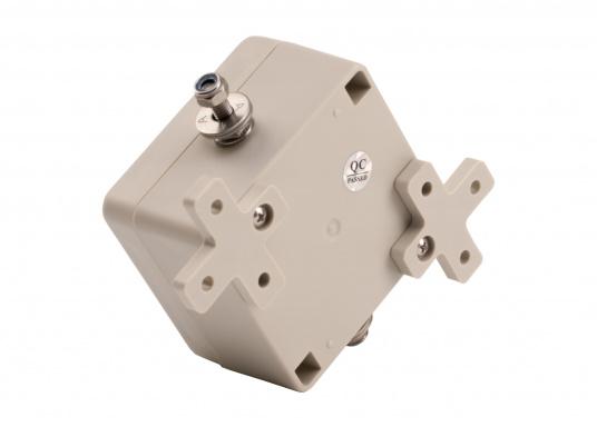 Der Elektrolyse-Blocker DCF-47 ist speziell für Yachten mit Aluminiumrümpfen konzipiert und verhindert, dass über die Tuner-Erde Gleichspannung (DC) an den Rumpf gelangt und in Folge dessen eine Elektrolyse stattfindet. (Bild 3 von 4)