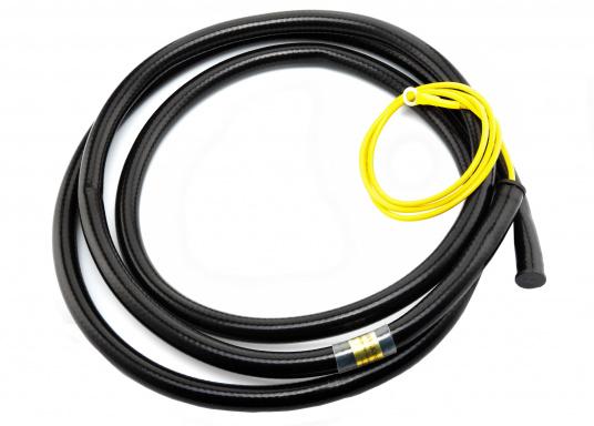 """Das KISS-SSB-Erdungssystem arbeitet auf allen Frequenzen von 2 MHz bis 30 MHz mit einem SWR von 1,2 oder weniger. Es besteht aus einer 119 cm langen Leitung, die an der """"Erdungsschraube"""" Ihres Tuners (ATU) befestigt wird."""