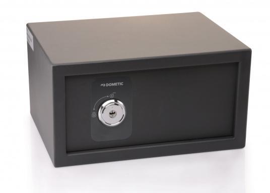 La cassaforte su cui fare affidamento! La cassaforte con serratura meccanica 310C di marca Dometic ha una capacità di 9 litri e pesa a vuoto soli 7,4 kg.