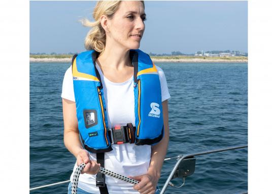 High End Rettungsweste für für Hochseesegeln und Motorschiff (Blauwasser), Yacht- und Fahrtensegeln. Schnelles, sicheres Drehen durch den 3D-Schwimmkörper in die Rückenlage, selbst beim Tragen von Schlechtwetterkleidung. Lieferung inklusive EASY RESCUE AIS-Notsender. (Bild 3 von 9)