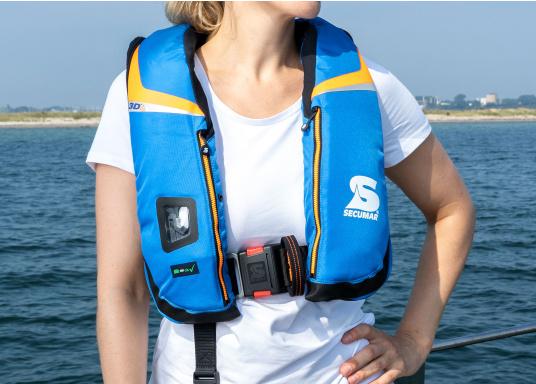 High End Rettungsweste für für Hochseesegeln und Motorschiff (Blauwasser), Yacht- und Fahrtensegeln. Schnelles, sicheres Drehen durch den 3D-Schwimmkörper in die Rückenlage, selbst beim Tragen von Schlechtwetterkleidung. Lieferung inklusive EASY RESCUE AIS-Notsender. (Bild 2 von 9)