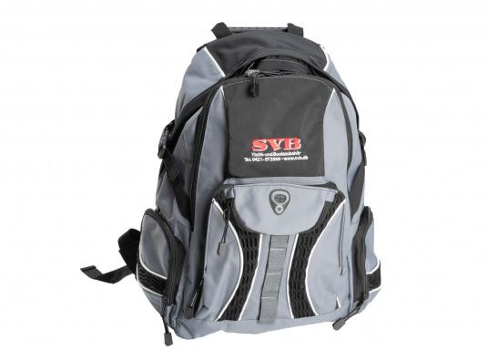 Sac à dos pratique et résistant, logo SVB. Il est consitué de deux compartiments, d'une petite poche de chaque côté et d'une autre à l'avant.