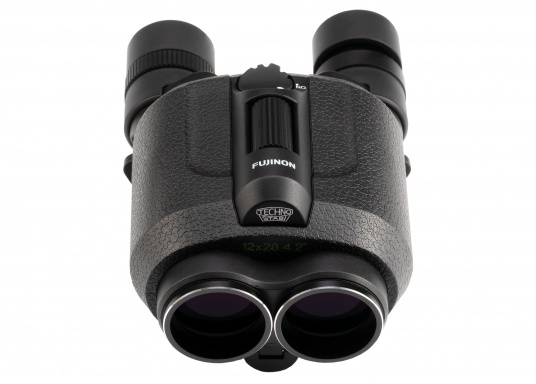 Ergonomic, innovative and lightweight! The FUJINON Techno-Stabi 12x28 compact binoculars create a stabilised field of vision for an image that is sharp, high-contrast and bright. The resulting image enhancement ensures a solid and stable view from virtually all vehicles, whether on land, at sea or in the air. (Imagen 5 of 9)