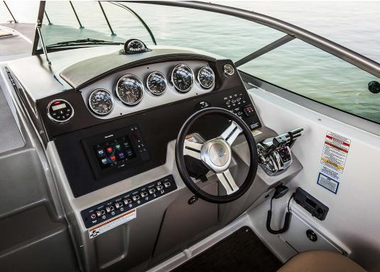 The Raymarine eS78 multifunction display features high-speed processors, a super-bright hybrid touch display and a variety of connectivity options. You have the freedom to choose between the best cartographies and the innovative multi-function knob ensures precise and easy navigation in all weather conditions. (Image 10 of 14)