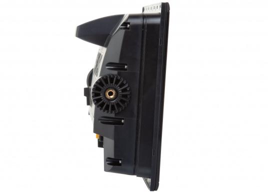 Das Simrad GO9 XSE Kartenplotter-Navigationsdisplay eignet sich optimal zur Funktionserweiterung auf Sportbooten, Kreuzfahrtschiffen und in kleineren Mittelkonsolen mit Plug-and-Play-Unterstützung für Simrad Broadband Radar™ und Halo™ Pulskompressions-Radarsystemen. Lieferung inklusive AIS-Transponder CAMINO-108 inkl. GPS Patch-Antenne und NMEA2000 Starter Kit. (Bild 5 von 17)