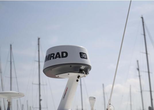 Das Simrad GO9 XSE Kartenplotter-Navigationsdisplay eignet sich optimal zur Funktionserweiterung auf Sportbooten, Kreuzfahrtschiffen und in kleineren Mittelkonsolen mit Plug-and-Play-Unterstützung für Simrad Broadband Radar™ und Halo™ Pulskompressions-Radarsystemen. Lieferung inklusive Broadband 3G Radarantenne und 20 m Kabel. (Bild 10 von 10)
