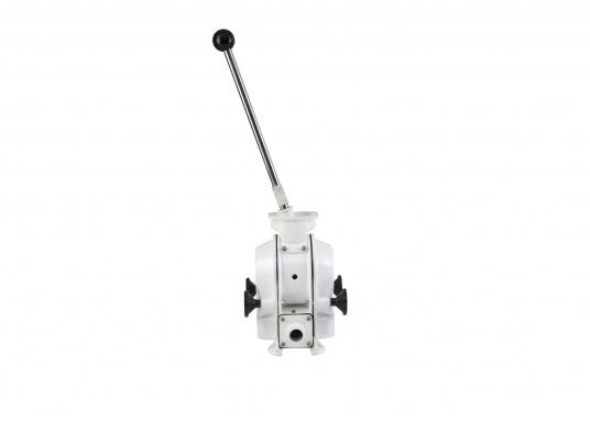 Eine der besten Membran-Handpumpen! Bei geringem Kraftaufwand liefert die Pumpe je nach Schlagzahl eine Pumpkapazität von 71 - 111 Liter in der Minute.  (Bild 2 von 6)