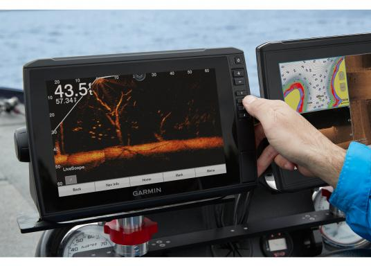 La nuova serie EchoMAP Ultra di Garmin è in grado di riprodurre in tempo reale immagini ad alta risoluzione dell'ambiente sottomarino ed offre in più le funzionalità complete di un navigatore cartografico. EchoMAP Ultra 102sv monta un display impermeabile da 10 pollici. Il trasduttore sonar GT54UHD-TM è incluso. (Immagine 13 di 14)