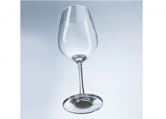 These elegant magnetic crystal glass wine glasses with built-in magnets in the bottom are secure even at high seas! The glasses are made of crystal glass and are supplied as a set of 2 including metallic gel coasters. Capacity: 250 ml. (Afbeelding 4 of 14)
