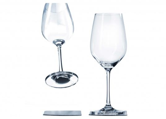 These elegant magnetic crystal glass wine glasses with built-in magnets in the bottom are secure even at high seas! The glasses are made of crystal glass and are supplied as a set of 2 including metallic gel coasters. Capacity: 250 ml.