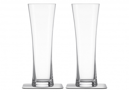 These elegant magnetic crystal glass beer glasses with built-in magnets in the bottom are secure even at high seas! The glasses are made of crystal glass and are supplied as a set of 2 including metallic gel coasters. Capacity: 330 ml (Image 2 of 9)