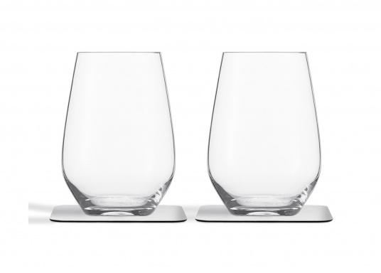 These elegant magnetic crystal glass longdrink glasses with built-in magnets in the bottom are secure even at high seas! The glasses are made of crystal glass and are supplied as a set of 2 including metalic gel coasters. Capacity: 400 ml. (Afbeelding 2 of 5)