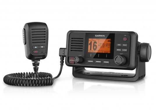 Die Kommunikation ist auf dem Wasser entscheidend. Mit dem VHF 115i-Funkgerät können Sie mit der Küste und mit anderen Booten in der Region in Kontakt bleiben. Damit stehen Sie immer in Kommunikation – ganz gleich, wo Sie sind oder wohin Sie unterwegs sind. (Bild 3 von 4)