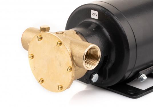 Ideal zum Abpumpen von Bilgenwasser, als Auftankpumpe, für Waschanlagen, als Feuerlöschpumpe, für Frischwasser etc. Spannung: 24 V. (Bild 5 von 8)