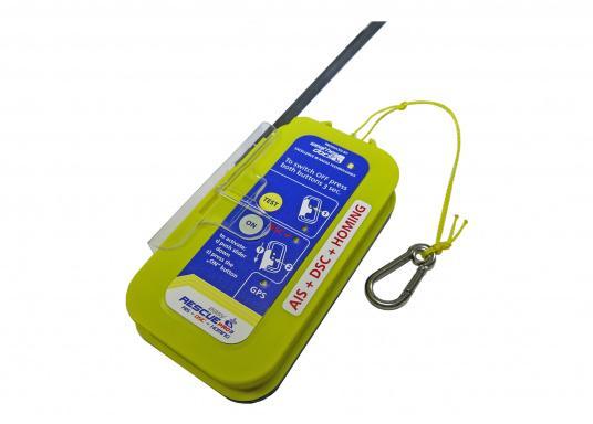 """Rettung naht! Mit dem Notfallsender easyRescue Pro3 werden Ihre Überlebenschancen enorm erhöht. Jedes Schiff mit AIS an Bord kann die """"Live""""-Position der verunglückten Person am PC oder Plotter sehen und eine sofortige Rettungsaktion einleiten. Neben der AIS Alarmierung erfolgt parallel ein DSC distress call sowie die Aussendung eines 121,5 MHz homing Signals. Die Auslösung erfolgt automatisch. (Bild 2 von 8)"""
