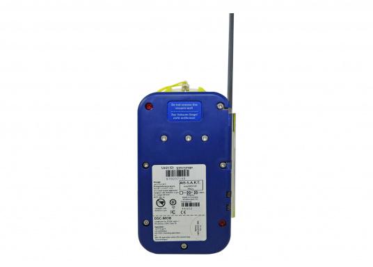 """Rettung naht! Mit dem Notfallsender easyRescue Pro3 werden Ihre Überlebenschancen enorm erhöht. Jedes Schiff mit AIS an Bord kann die """"Live""""-Position der verunglückten Person am PC oder Plotter sehen und eine sofortige Rettungsaktion einleiten. Neben der AIS Alarmierung erfolgt parallel ein DSC distress call sowie die Aussendung eines 121,5 MHz homing Signals. Die Auslösung erfolgt automatisch. (Bild 7 von 8)"""