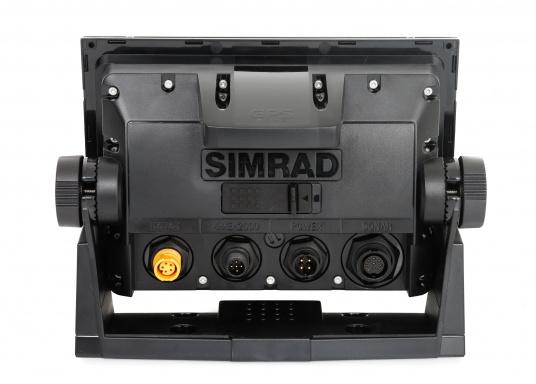 """Das neue 7"""" Kartenplotter-Navigationsdisplay GO7 XSR von Simrad bietet Ihnen eine Reihe von neuen Technologien. Durch einen integrierten GPS-Empfänger, drahtloser Konnektivität über WIFi, eine Vielzahl an Anschlussmöglichkeiten über das NMEA2000 Netzwerksystem und der Plug-and-Play Radarkompatibilität wird das Navigieren auch bei schlechten Bedingungen leicht gemacht. Lieferung inklusive TotalScan-Geber und 3G Radarantenne. (Bild 7 von 16)"""