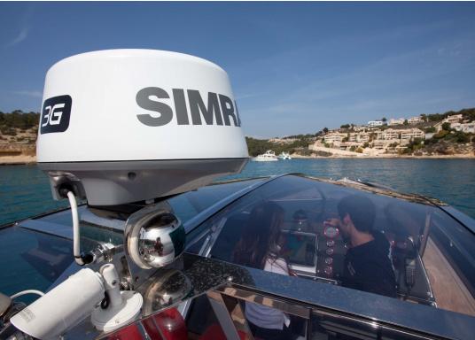 """Das neue 7"""" Kartenplotter-Navigationsdisplay GO7 XSR von Simrad bietet Ihnen eine Reihe von neuen Technologien. Durch einen integrierten GPS-Empfänger, drahtloser Konnektivität über WIFi, eine Vielzahl an Anschlussmöglichkeiten über das NMEA2000 Netzwerksystem und der Plug-and-Play Radarkompatibilität wird das Navigieren auch bei schlechten Bedingungen leicht gemacht. Lieferung inklusive TotalScan-Geber und 3G Radarantenne. (Bild 15 von 16)"""