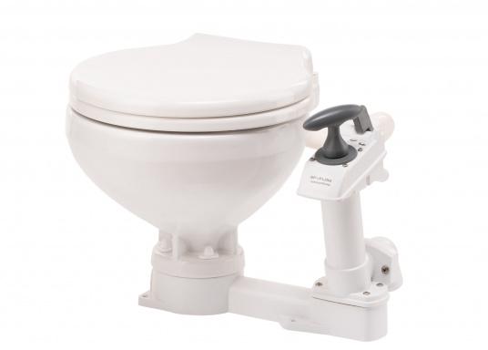 Die manuelle Toilette AquaT von Johnson kann sowohl über, als auch unterhalb der Wasserlinie installiert werden. Flexible Lochmuster sorgen für einen schnellen und einfachen Austausch mit den meist verbreiteten Toiletten auf dem Markt. Geeignet für den Einsatz auf dem Meer, See und Kanal.Ausführung: Kompakt. (Bild 4 von 5)