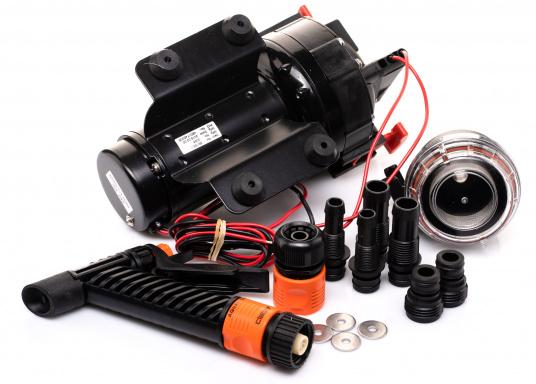 Die AQUA JET WD 5.2 ist eine Membranpumpen mit 5 Kammer-Verdrängungssystem. Diese Pumpe ist die ideale Lösung als Deckwasch- und Reinigungsgerät, da sie 5 bar Druck erzeugt und somit eine schnelle und einfache Reinigung gewährleistet. Spannung: 24 V. (Bild 5 von 6)