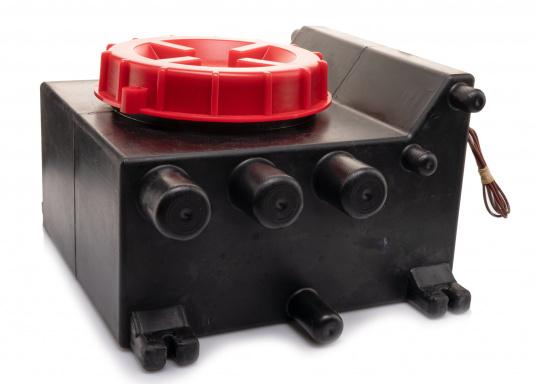 Der Grauwassertank von JOHNSON dient zum Auffangen des Abwassers von Duschen, Waschbecken, Spülmaschinen o.ä. und besteht aus Polyethylen. Inhalt: 10 Liter. (Bild 3 von 3)