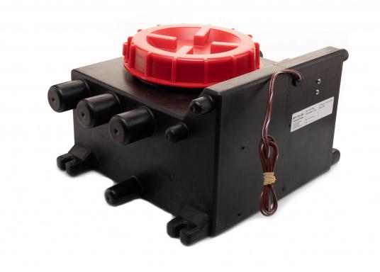 Der Grauwassertank von JOHNSON dient zum Auffangen des Abwassers von Duschen, Waschbecken, Spülmaschinen o.ä. und besteht aus Polyethylen. Inhalt: 10 Liter. (Bild 2 von 3)