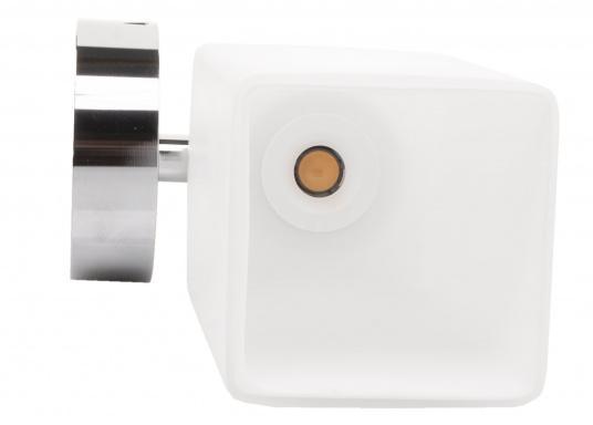Die LED-Wandleuchte der LEIA-Serie von BATSYSTEM überzeugt mit stielvollen, modernen Design und verfügt über einen integrierten Dimmer, Memory-Funktion und einen Anschluss zum Laden von USB-fähigen Geräten. (Bild 5 von 7)