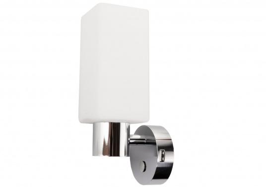 Die LED-Wandleuchte der LEIA-Serie von BATSYSTEM überzeugt mit stielvollen, modernen Design und verfügt über einen integrierten Dimmer, Memory-Funktion und einen Anschluss zum Laden von USB-fähigen Geräten.