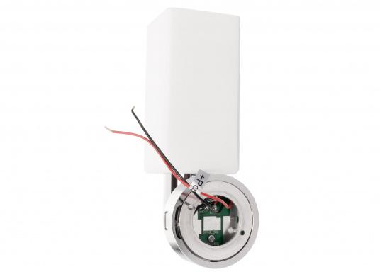 Die LED-Wandleuchte der LEIA-Serie von BATSYSTEM überzeugt mit stielvollen, modernen Design und verfügt über einen integrierten Dimmer, Memory-Funktion und einen Anschluss zum Laden von USB-fähigen Geräten. (Bild 4 von 7)