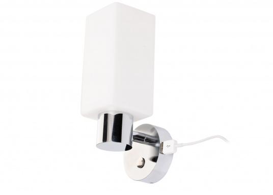 Die LED-Wandleuchte der LEIA-Serie von BATSYSTEM überzeugt mit stielvollen, modernen Design und verfügt über einen integrierten Dimmer, Memory-Funktion und einen Anschluss zum Laden von USB-fähigen Geräten. (Bild 6 von 7)