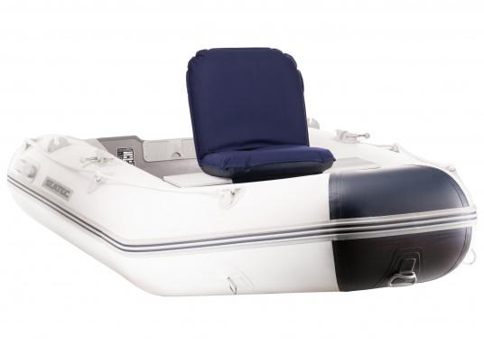 Soyez confortablement assis. Le siège Comfort peut être réglé sur 40 positions : droit ou allongé. Sa conception compact et ses sangles Velcros permettent de le fixer au banc de l'annexe. Disponible en bleu foncé ou gris. (Image 4 de 6)