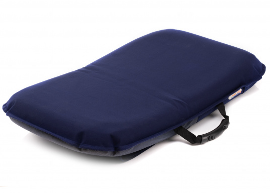 Sit comfortably on board. The Comfort Seat features 40 comforatble sitting positions: from upright to relaxed lying. Both the compact design and the attached Velcro straps make this seat cushion perfect for attaching to a dinghy bench. Available in dark blue and grey. (Imagen 2 of 6)