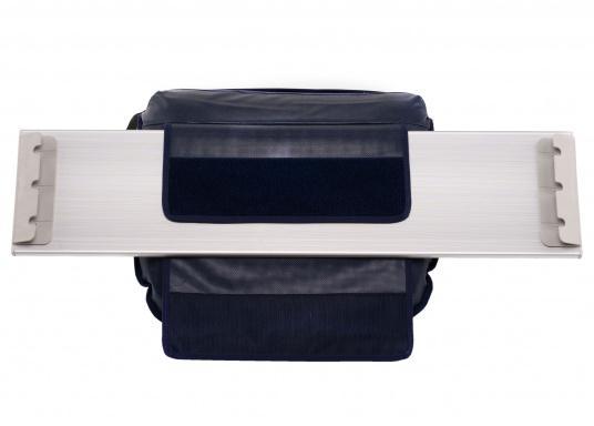 Soyez confortablement assis. Le siège Comfort peut être réglé sur 40 positions : droit ou allongé. Sa conception compact et ses sangles Velcros permettent de le fixer au banc de l'annexe. Disponible en bleu foncé ou gris. (Image 6 de 6)