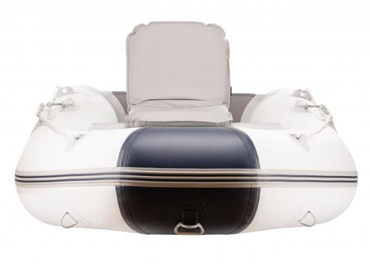 Sit comfortably on board. The Comfort Seat features 40 comforatble sitting positions: from upright to relaxed lying. Both the compact design and the attached Velcro straps make this seat cushion the perfect for attaching to a dinghy bench. Available in dark blue and grey. (Afbeelding 4 of 6)