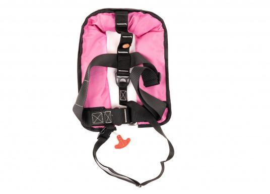 Lorsque vous embarquez avec des enfants, le plus important est la qualité de leurs gilets de sauvetage. Le gilet JUNIOR ISO de MARINEPOOL 150N maintient hors de l'eau les enfants qui ne savent pas nager. Approuvé norme ISO 12402-3. (Image 2 de 6)
