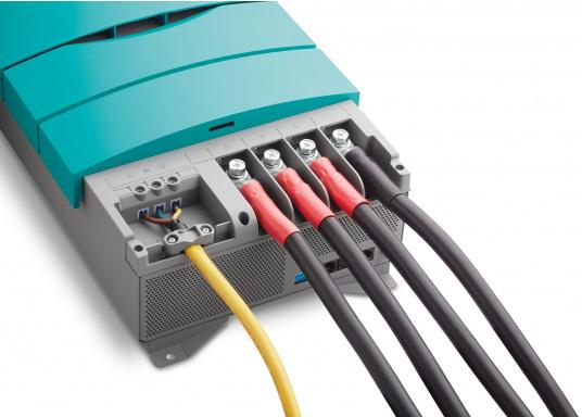 ChargeMaster PLUS ist die nächste Generation der Batterieladegeräte, die zahlreiche Funktionen in einem Gerät vereint.Anzahl der Batterieausgänge: 2 + 1. Ladestrom insgesamt: 60 A. (Bild 6 von 8)