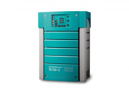 Der ChargeMaster 12 V / 50A ist der Beginn einer neuen Generation vollautomatischer Batterielader. Mit diesem multifunktionalen Ladegerät können Sie drei separate Batterien gleichzeitig laden.