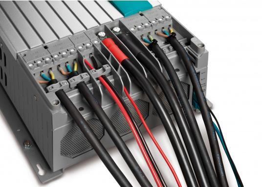 Der MASS COMBI ULTRA fasst die fortschrittlichste Technik (V6 Hochfrequenz Technologie) in einem kompakten Paket zusammen. Er vereint Sinus-Wechselrichter und Batterie-IUOU-Ladegerät in einem Gehäuse. Nennspannung: 24 V. Empfohlene Batteriekapazität: 200 - 600 Ah. (Bild 4 von 5)
