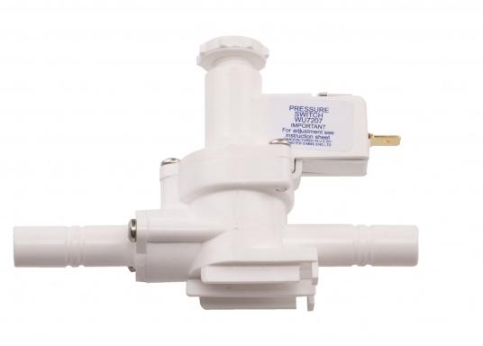 """Der Druckschalter von WHALE schaltet die Pumpe durch Messen des Wasserdrucks, selbstständig ein oder aus. Der Einbau erfolgt einfach in einer 13 mm (1/2"""") Wasserleitung. Spannung: 12 / 24 V. (Bild 3 von 4)"""