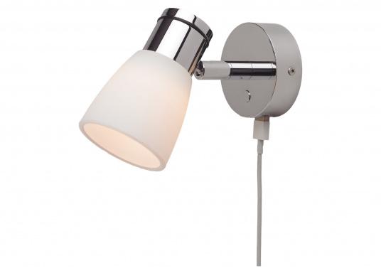 """Die hochwertige LED-Anbauleuchte R1-1 von PREBIT überzeugt mit hellem und angenehm, warmweißen Licht sowie integrierter Dimmfunktion """"Dim2Warm"""", Memoryfunktion und USB-Ladebuchse. Farbe: chrom-glänzend mit kreidweißem Glas."""