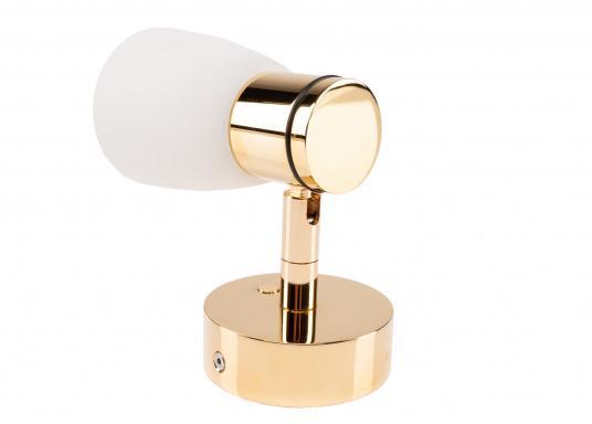 """Die hochwertige LED-Anbauleuchte R1-1 von PREBIT überzeugt mit hellem und angenehm, warmweißen Licht sowie integrierter Dimmfunktion """"Dim2Warm"""", Memoryfunktion und USB-Ladebuchse. Farbe: gold-glänzend mit kreidweißem Glas. (Bild 4 von 8)"""