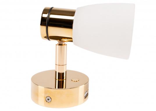 """Die hochwertige LED-Anbauleuchte R1-1 von PREBIT überzeugt mit hellem und angenehm, warmweißen Licht sowie integrierter Dimmfunktion """"Dim2Warm"""", Memoryfunktion und USB-Ladebuchse. Farbe: gold-glänzend mit kreidweißem Glas. (Bild 6 von 8)"""