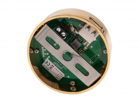 """Die hochwertige LED-Anbauleuchte R1-1 von PREBIT überzeugt mit hellem und angenehm, warmweißen Licht sowie integrierter Dimmfunktion """"Dim2Warm"""", Memoryfunktion und USB-Ladebuchse. Farbe: gold-glänzend mit kreidweißem Glas. (Bild 7 von 8)"""