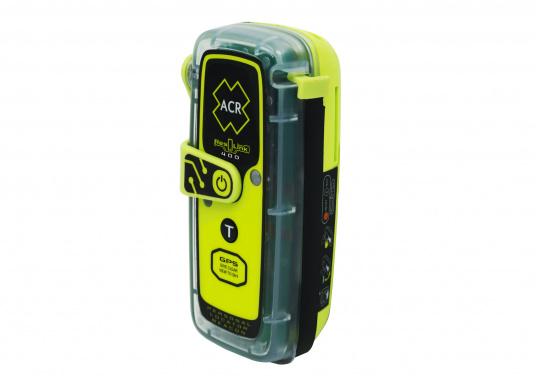 La PLB ResQLink 400 est le modèle successeur de la ResQLink+ d'ACR. Maintenant, cette PLB flottante est plus petite et plus légère qu'avant. Les boutons Test et déclenchement sont désormais séparés. Grâce à cela, l'utilisation de la balise en situation de danger est plus facile et plus claire. Les récepteurs GPS, GNSS et GALILEO augmentent la traçabilité mondiale de la ResQLink 400. (Image 2 de 6)
